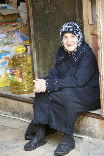 El somrís d'una adorable velleta al soc de Trípoli, Líban.