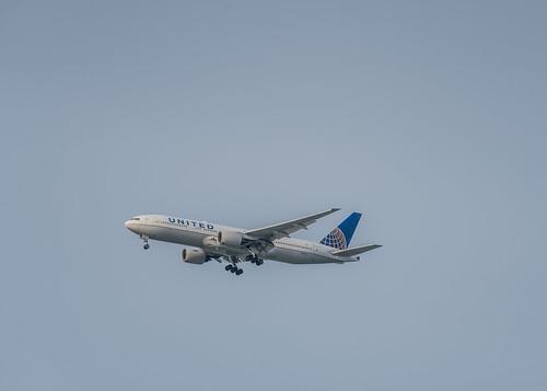 united flight ua 372 arriving late from honolulu