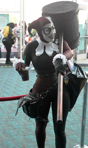 2017-Fan Dressed Up as Harley Quinn  at SDCC-01