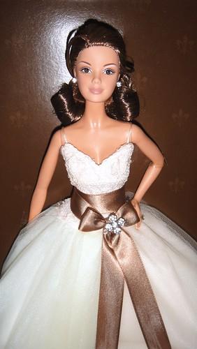2006 Gold Monique Lhuillier Bride Barbie (3)