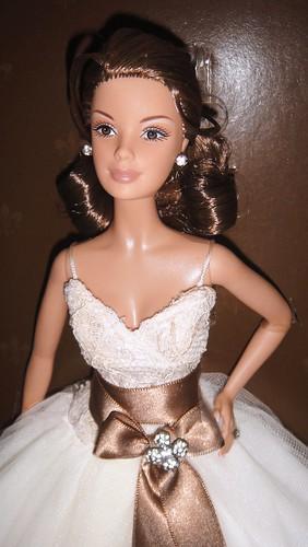 2006 Gold Monique Lhuillier Bride Barbie (5)