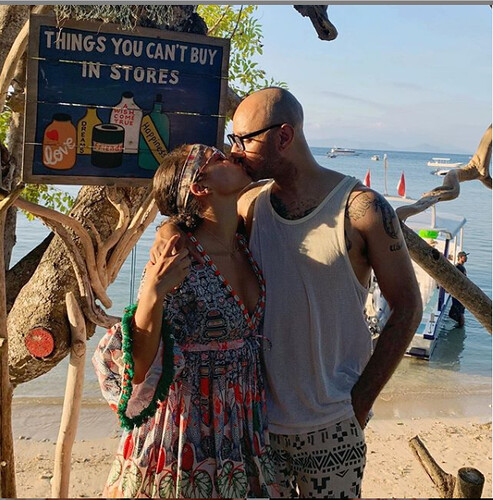 Swizz Beatz and his wife, Alicia Keys share sweet k!ss in new loved-up photo