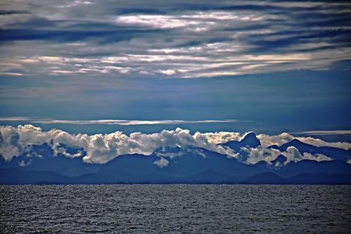 Mar , morros, nubes... Saudade /Explore Aprehendiz -Ana Lía ´s photos on Flickr