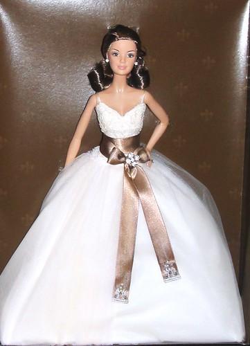 2006 Gold Monique Lhuillier Bride Barbie (2)