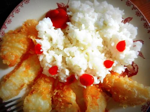 Tempura de cabillaud, riz et ketchup