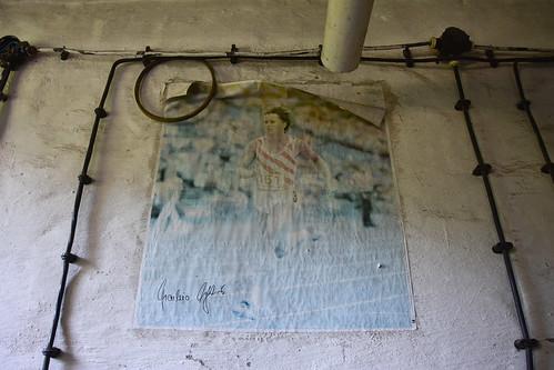 Werkstatt einer Berufsschule. Plakat mit Marlies Göhr, DDR: Olympisches Gold Montreal 1976 und Moskau 1980.