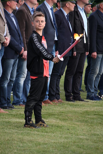 18.05.2019 Schützenfestsamstag in Mellrich Zapfenstreich RP (20)