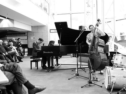 Katie Thiroux Trio. Jazzlines. 26 April '19. P2360971