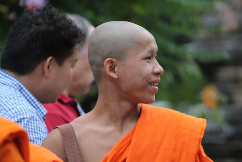Van Ork Phansa monk procession monk smiling