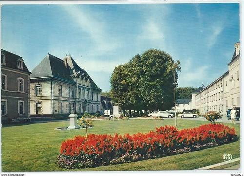 CHU Tours-Le Centre Hospitalier Régional-Le Bâtiment O.R.L et à droite les Laboratoires-