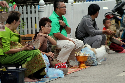 Van Ork Phansa monk procession giving alms-2