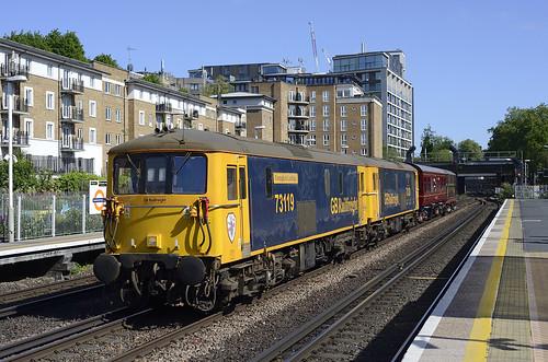 73 119 'Borough of Eastleigh' & 73 128 'O.V.S. Bullied CBE' pass Kensington Olympia with 2Z82 10.45 Eastleigh Works - West Ruislip