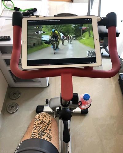 3 horas de bici fija viendo videos de ciclismo 🚴♀️. ¡Qué mejor inspiración! #Ultraman @ultramx515 #VidaUltra @tristoremx #ironmantri #ultramantri #thinkdifferent #Querétaro #México #Ironman #nopainnogain #strong #bike #bicicleta #swimming #Ultr