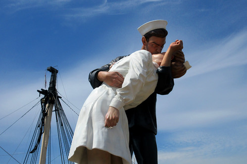IMG_0803 - The Kissing Sailor - Portsmouth Historic Dockyard - 22.05.19