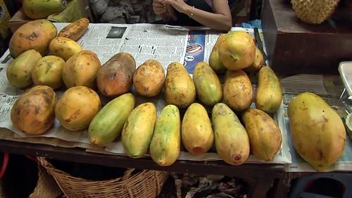 Cambodia - Phnom Penh - Orussey Market - Papaya - 173
