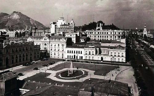 La Plaza de la Libertad 1932, ahora se llama Plaza de La Ciudadanía, ¿los lugares cambian cuando cambian de nombre?  al parecer así lo creen muchos santiaguinos