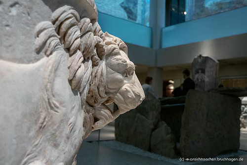 Neues Museum ägyptischer Sarkophag aus römischer Zeit (1. Jhrdt. v. Chr.)