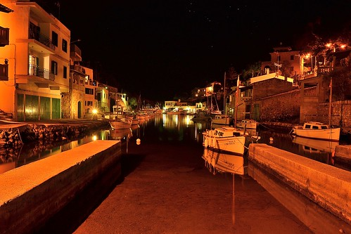 LA NOCHE QUE DUERME CON SUS BARCAS.THE NIGHT THAT SLEEPS WITH ITS BOATS.