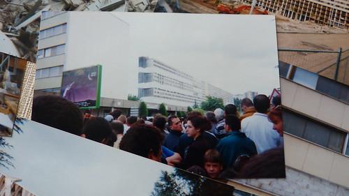 C'était le 27 Mai 2000 à St-Etienne  1965 début d'existençe pour la Grande Muraille de Chine 526 logements HLM tout confort sont livrés symbole de confort & de modernité, à + de 2000 habitants Orphelins de la «muraille». Les Stéphanois ont du mal à oublié