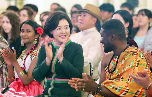 Koreanet_Honorary_Reporters_Invitation_CheongWaDae_02