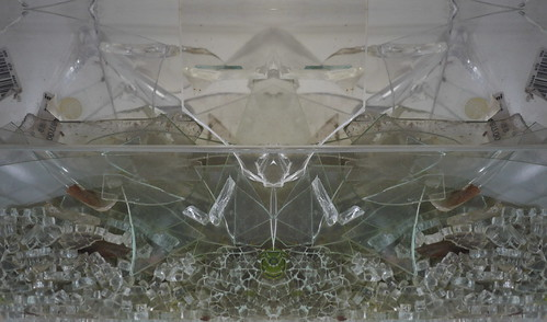 Pareidolia - Collection: Shards of Glass Sammlung: Glasscherben