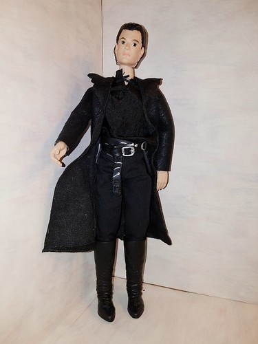 Diaval portrayed by Sam Riley in 2014 Maleficent movie by Disney. He is from Royal Corination gift set by Tolly Tots sold at Toys R Us. He seems complete