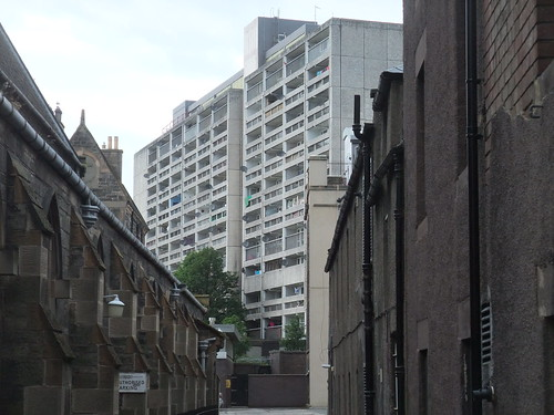 SUNSHINE ON LEITH - CABLES WYND 1960's HOUSING,  LEITH JUNE 2019B