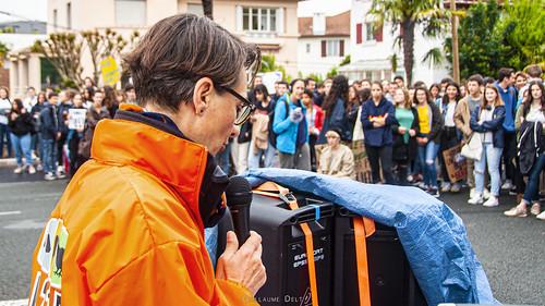Grève pour le climat #2 à Bayonne.  Épisode 2/3 : ANVCOP21 & La surconsommation du Fast Food - photo 3/3