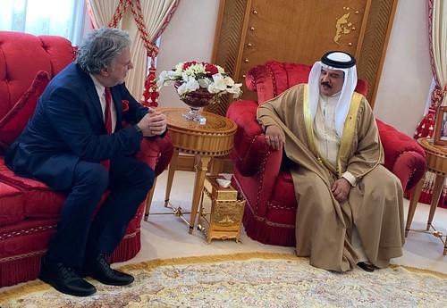 Υποδοχή ΥΠΕΞ Γ. Κατρούγκαλου από τον Βασιλιά του Μπαχρέιν, Hamad bin Isa al Khalifa, στη Μανάμα
