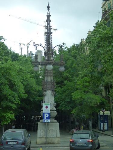 Carrer de Còrsega, Barcelona - monumental lamppost at Av. de Gaudí