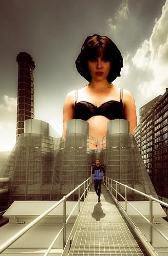 Scarlett Johansson giantess