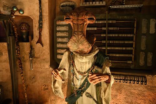 Star Wars: Galaxy's Edge Ð Dok-OndarÕs Den of Antiquities