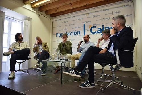 Charla-coloquio 'Otra mirada sobre el fútbol' en Cádiz (9)