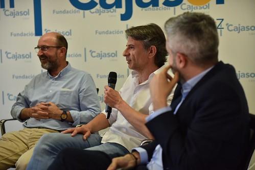 Charla-coloquio 'Otra mirada sobre el fútbol' en Cádiz (5)