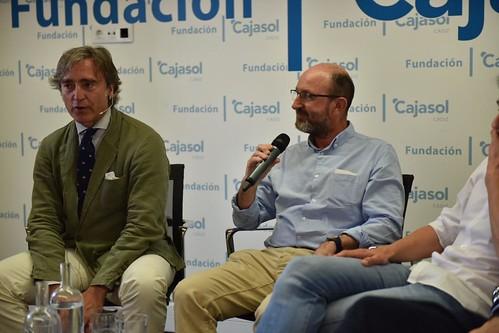 Charla-coloquio 'Otra mirada sobre el fútbol' en Cádiz (6)
