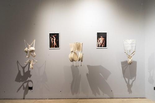Las Juntas Generales de Bizkaia se suman a la celebración de Bilbao Bizkaia HARRO acogiendo una exposición artística sobre el cuerpo como manifestación política  /// Bizkaiko Batzar Nagusiek bat egingo dabe Bilbao Bizkaia HARRO ospakizunagaz, gorputza adi