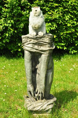 Mai 2019_Karla Kunstwadl im Skulpturenpark Ilvesheim_3_Sich Entkleidende