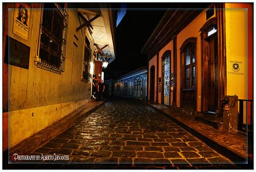 UNA CALLE DE HISTORIA Y DE RECUERDOS. A STREET OF HISTORY AND MEMORIES.