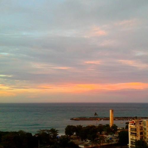 C I E L O S / Sky  #Naiguata #nubes  #clouds  #playa  #ElNacionalWeb  #sky #colours   #sea  #beach   #nature  #skyconcepto #lookingforthesunshine #ig_vargas_