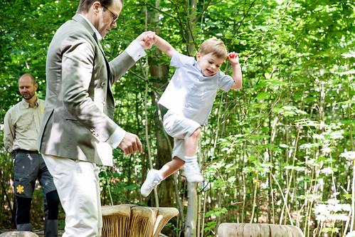 Kroonprinses Victoria, Prins Daniel en Prins Oscar van Zweden bezoeken Prins Oscar Naturlek (2019)