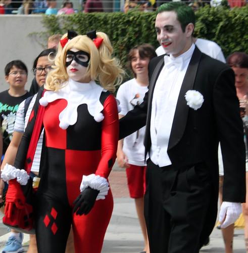 2017-Fans Dressed Up as Harley Quinn & The Joker Outside SDCC-01