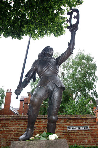 Richard's statue outside Leicester Cathedral