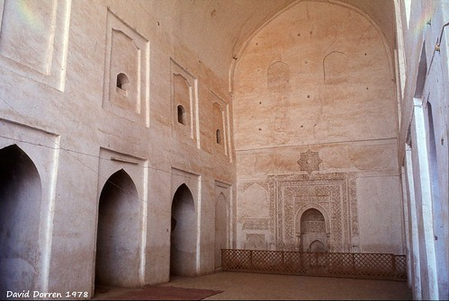 1978.01-02a The Friday Mosque (constructed 973-1472 A.D.) at Neyriz, Fars Province, Iran. The mihrab niche with its stucco carvings is in the rear wall. مسجد جمعه، نیریز، ایران Visited in 1978.