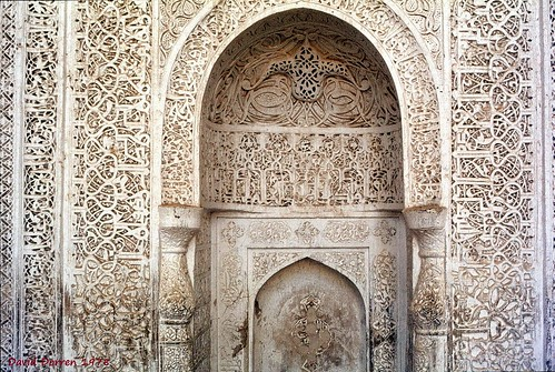 1978.01-01br The Friday Mosque (constructed 973-1472 A.D.) at Neyriz, Fars Province, Iran. The mihrab niche with its arabesques and inscriptions carved in relief out of stucco. مسجد جمعه، نیریز، ایران Visited in 1978