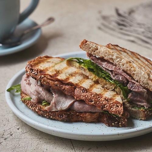Antojos de Miércoles por la mañana 😋 Roastbeef en Martina Cafe 🙌 . . . @martina.cafe . ————————————————— #morningslikethese #sandwich #roastbeef #hautecuisines #desayunosaludable #healthyfood