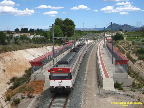 Tren de Cercanías de Renfe (Línea C-2) a su paso por MONTESA (Valencia)