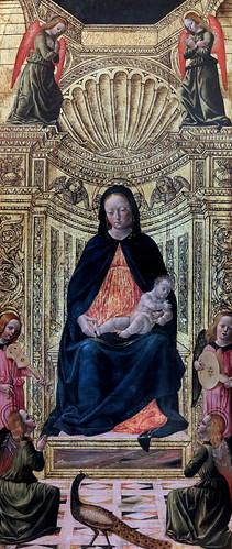 IMG_1201D Vincenzo Foppa 1425-1515 Brescia La Vierge et l'Enfant entouré de six anges.  The Virgin and the Child surrounded by six angels. Vers 1490 Dijon Musée des Beaux Arts Elément central d'un triptyque dispersé dans divers musées. Ecole de Foppa. Cen