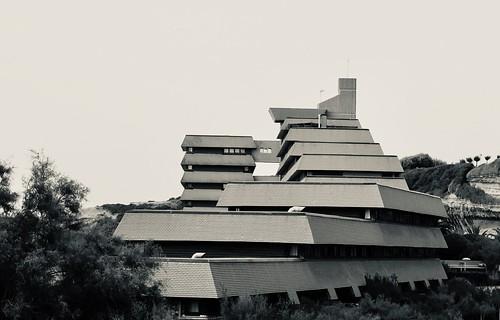 Brutalisme par la plage -les incroyables Villages Vacances Familles (VF) à Anglet, France, conçu par Hébrard, Gresy et Percillier en 1970