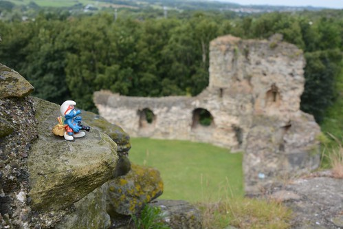 Travel smurf at fFlint castle