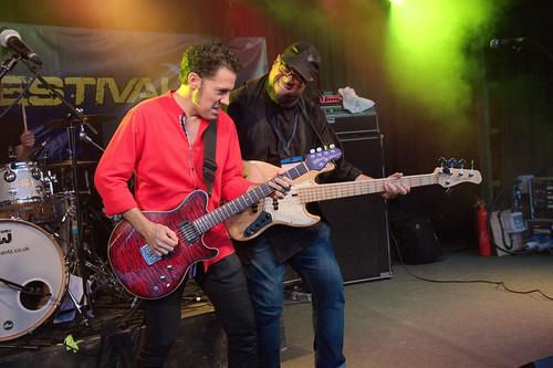 Guitar v Bass